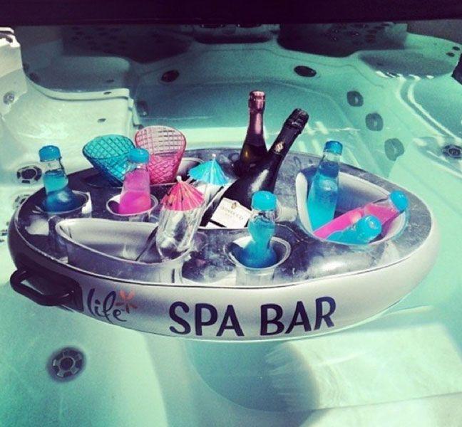 Bar gonfiabile per aperitivi in piscina