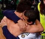Cristiano Ronaldo abbraccia il suo amico Albert Fantrau
