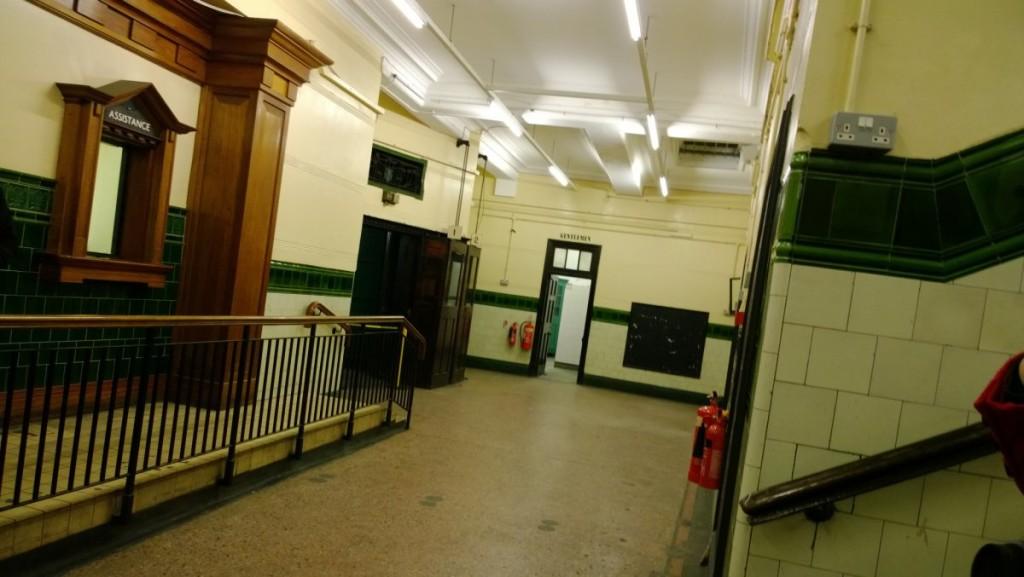 interni stazioni fantasma metropolitana Londra