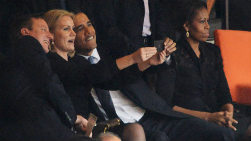 Il selfie di Obama con David Cameron e Helle Thoring Schmidt